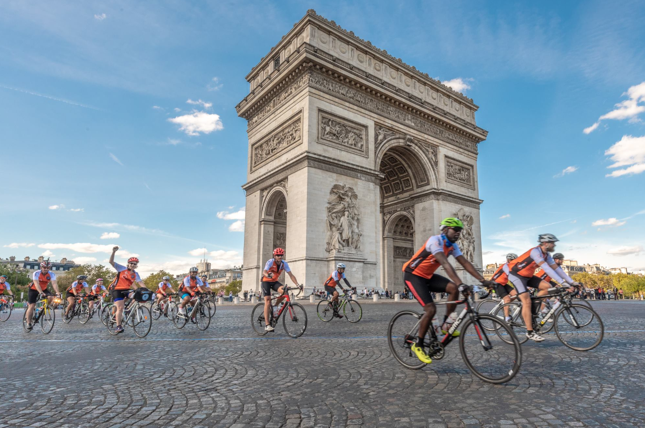 Myeloma UK cyclists at Arc De Triomphe